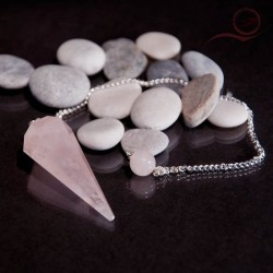 Pendule en quartz rose a facettes