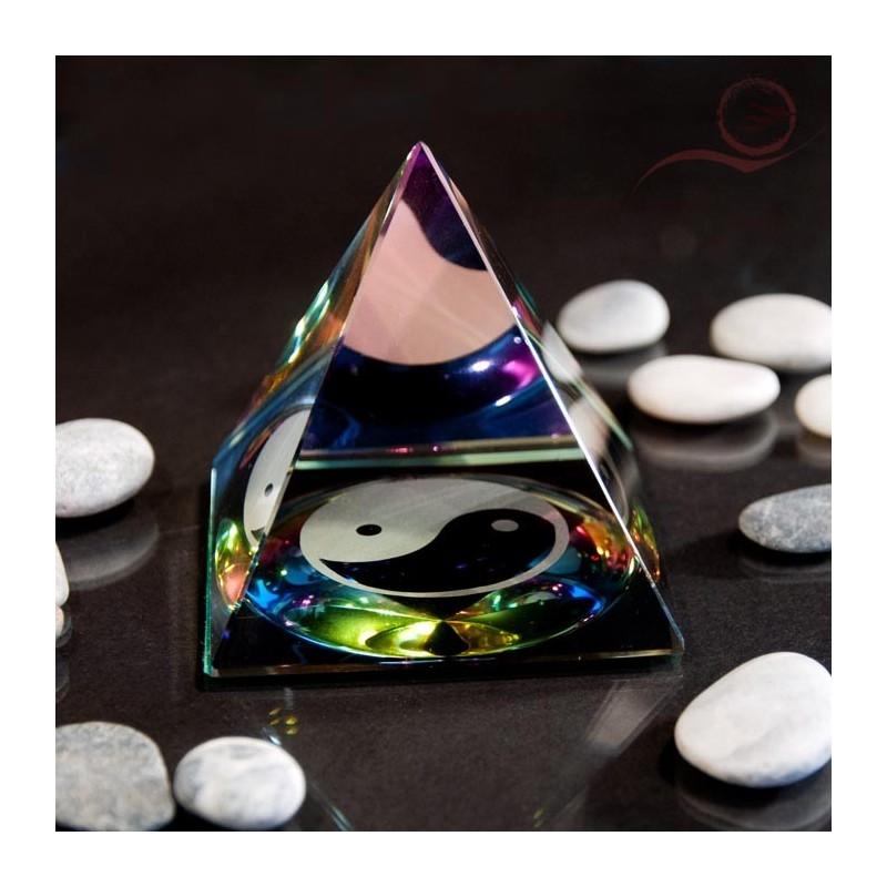 Pyramide glass yin yang