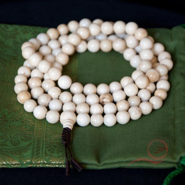 Mala en perles de coquillage