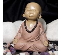 bébé moine en méditation