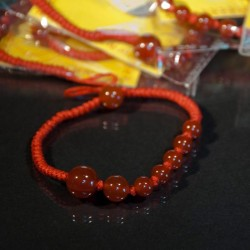 Bracelet fil rouge, porte bonheur